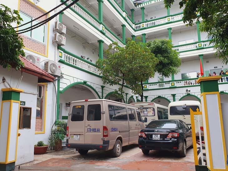 Bệnh viện khá khang trang và rộng rãi