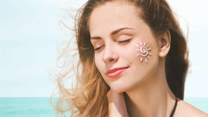 Dùng kem chống nắng bảo vệ da