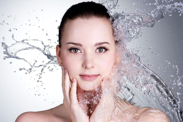 Các loại sữa rửa mặt dịu nhẹ phù hợp với da khô