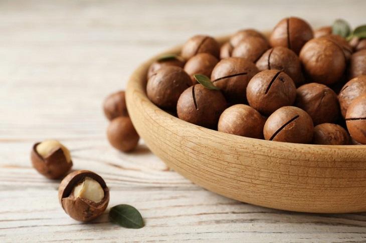 Hạt mắc ca chứa nhiều chất béo có lợi cho sức khỏe, đặc biệt chứa nhiều khoáng chất có tác dụng hỗ trợ điều trị các bệnh lý về thận hiệu quả