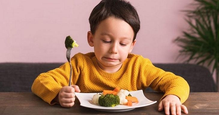 Cha mẹ nên chú ý khi bé biếng ăn