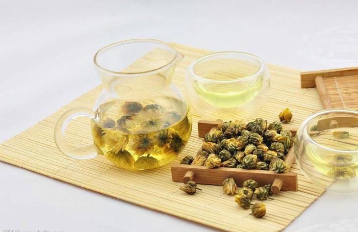 Uống các loại trà thảo mộc cũng không thể xoa dịu tình trạng viêm họng
