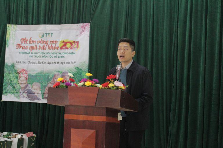 Ông Nguyễn Quang Hưng phát biểu trong chuyến từ thiện