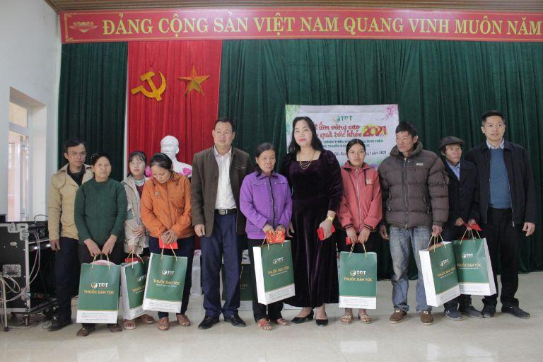 """Trung tâm Thuốc dân tộc tổ chức chuyến thiện nguyện """"Tết ấm vùng cao - Trao quà sức khỏe"""""""