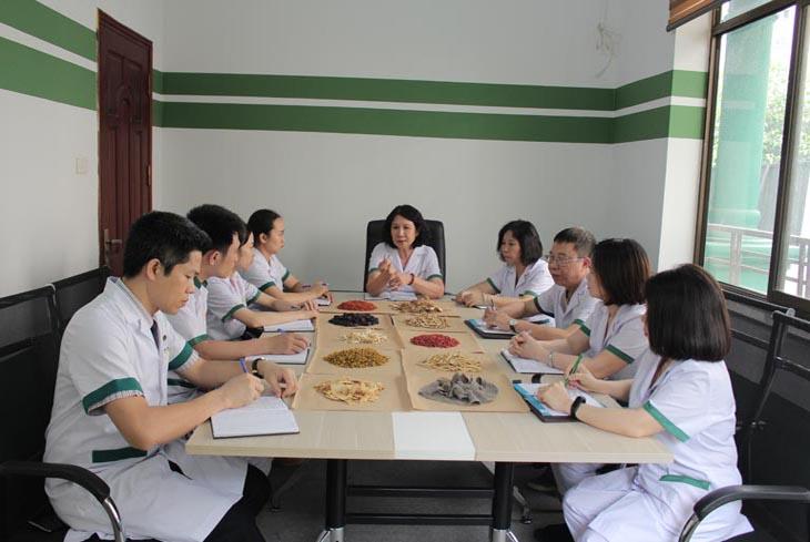 Trung tâm Thuốc dân tộc quy tụ đội ngũ bác sĩ YHCT đầu ngành