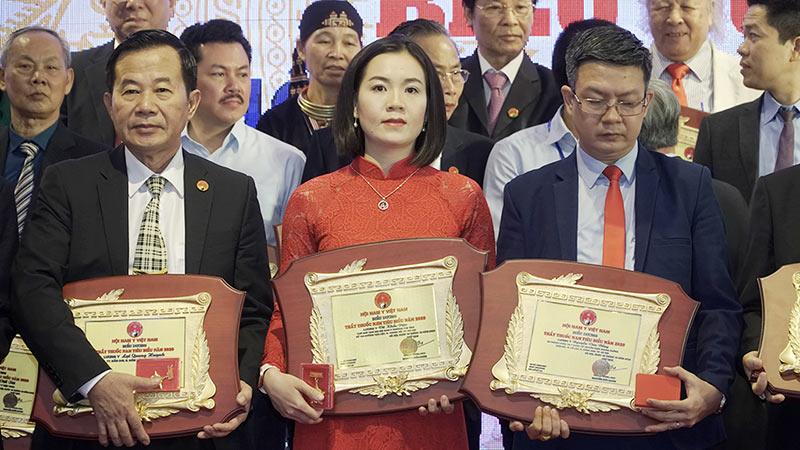 Giờ đây Ths. Bs Nguyễn Phượng- Chủ tịch chi Hội Nam Y da liễu, một trong những người thừa kế các bài thuốc gia truyền của dòng họ được khẳng định ở vị thế cao quý.