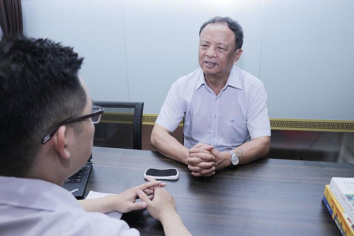 Chú Đỗ Văn Nho tới nhà thuốc Đỗ Minh Đường tái khám gout