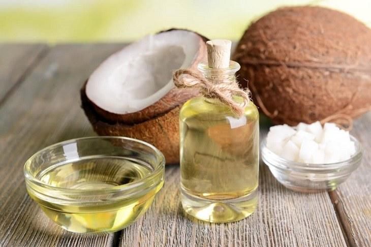 Dầu dừa chứa lượng vitamin E dồi dào rất tốt cho trường hợp da khô