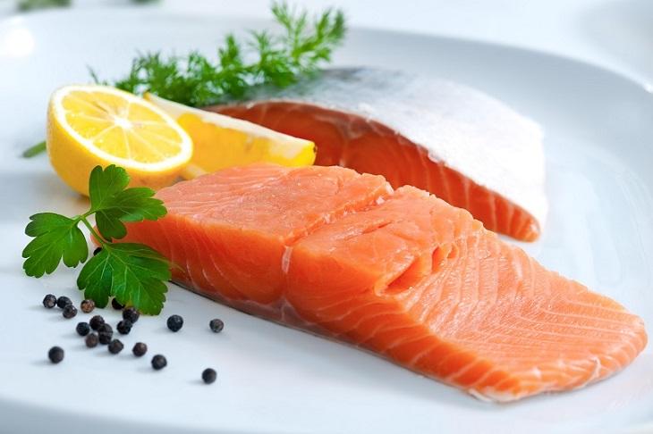 """""""Da khô thiếu chất gì và nên ăn gì?"""" - Hãy bổ sung các loại cá béo"""