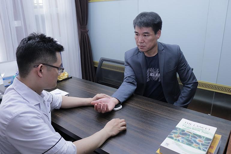 Anh Đỗ Quang Thủy tới khám và điều trị gút tại Đỗ Minh Đường
