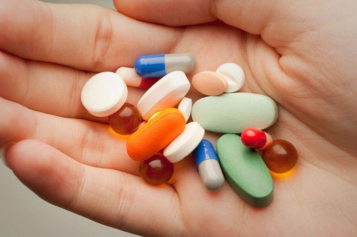 Thuốc Tây y giúp kiểm soát các cơn đau do gout gây ra