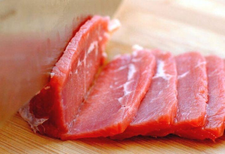 Thịt đỏ là nhóm thực phẩm không phù hợp với bệnh nhân gout