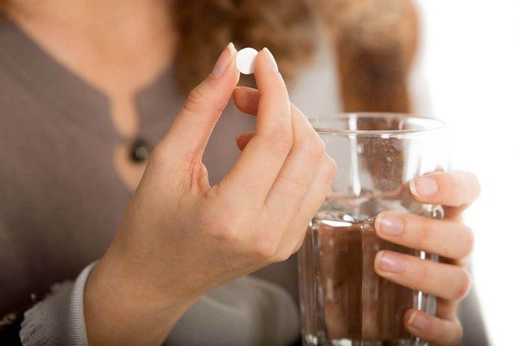 Uống viên uống Gút Xương Kim Hòa có tác dụng giảm đau nhức xương khớp, tăng đào thải acid uric