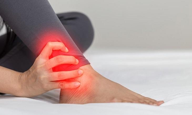 Bấm huyệt giúp giảm đau nhức mắt cá chân hiệu quả