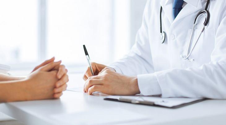 Người bệnh nên tìm đến cơ sở y tế uy tín để thăm khám và bấm huyệt, châm cứu