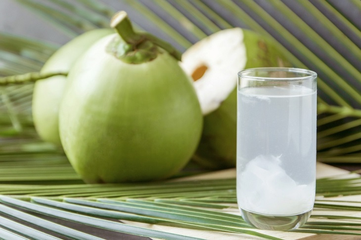 Suy thận có uống được nước dừa không? Câu trả lời là có