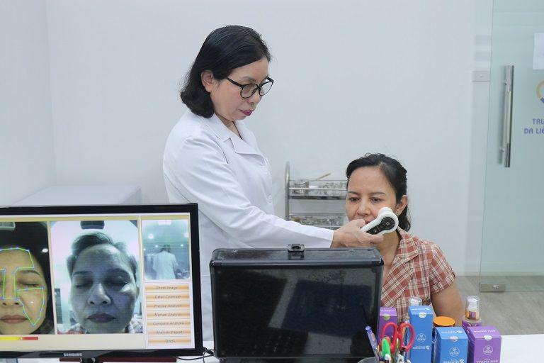 Tại Viện Da liễu, khách hàng được thăm khám trực tiếp từ các bác sĩ giỏi, nhiều kinh nghiệm