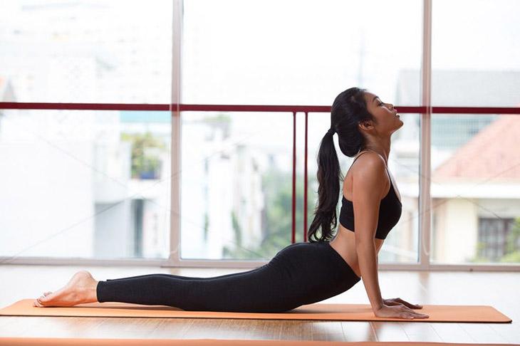 Yoga nội tiết tố - Luyện tư thế rắn hổ mang