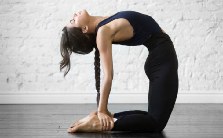 Bài tập yoga cân bằng nội tiết tố - Tư thế lạc đà