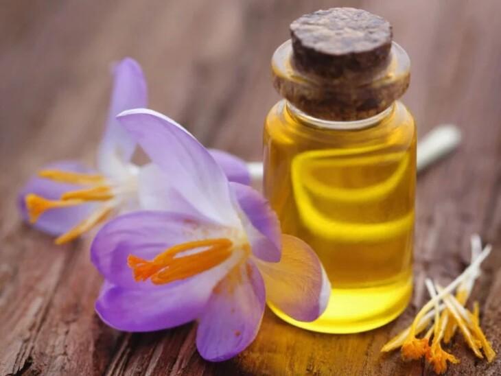 Saffron oil được tạo nên từ nhụy hoa nghệ tây cùng một số dược liệu