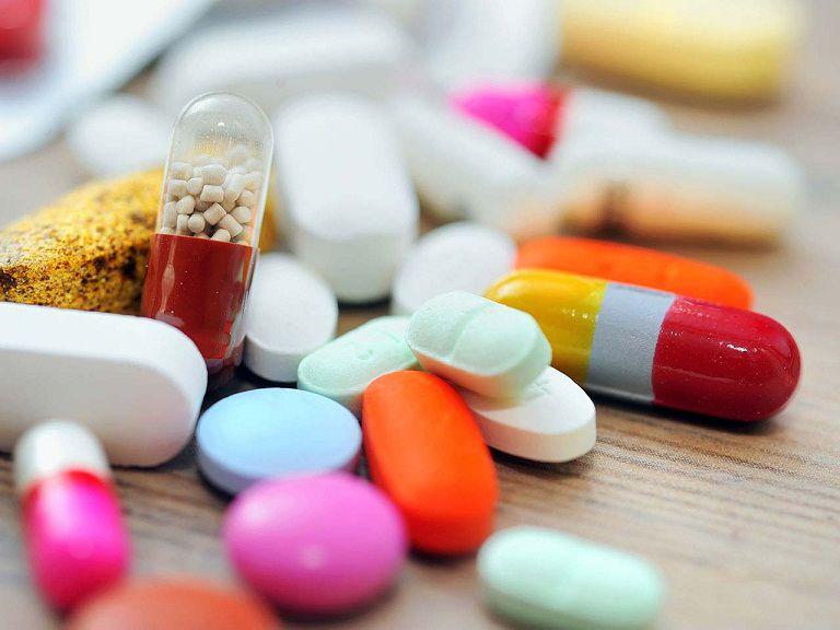 Điều trị nổi mẩn đỏ mùa hè bằng thuốc Tây y
