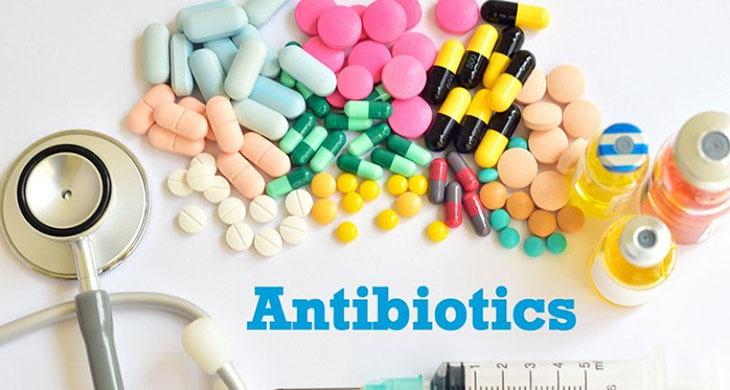 Bệnh nhân thủng ruột cần được điều trị bằng kháng sinh toàn thân