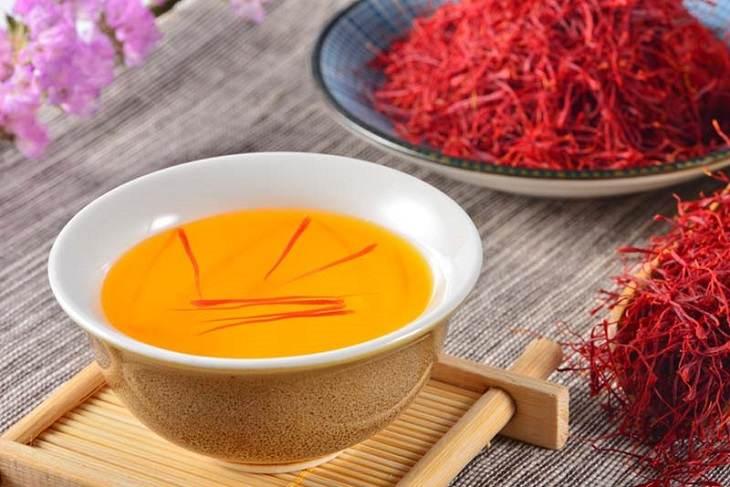 Cách pha uống nhụy hoa nghệ tây vô cùng đơn giản mà bất cứ ai cũng có thể tự thực hiện tại nhà