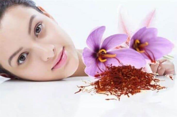 Nhụy hoa nghệ tây có nhiều công dụng đặc biệt là hỗ trợ làm đẹp da