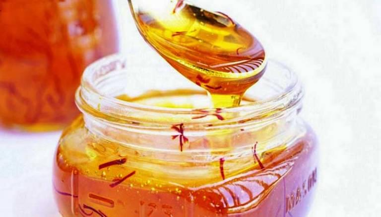 Có thể ngâm sẵn nhụy hoa nghệ tây với mật ong cho nhiều lần sử dụng