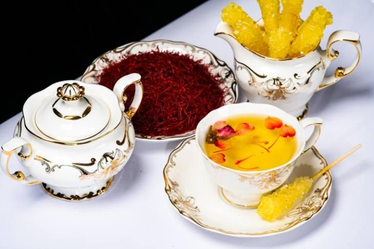 Dùng nhụy hoa nghệ tây mang lại nhiều lợi ích cho sức khỏe và sắc đẹp, giúp cải thiện nhan sắc và chống lão hóa