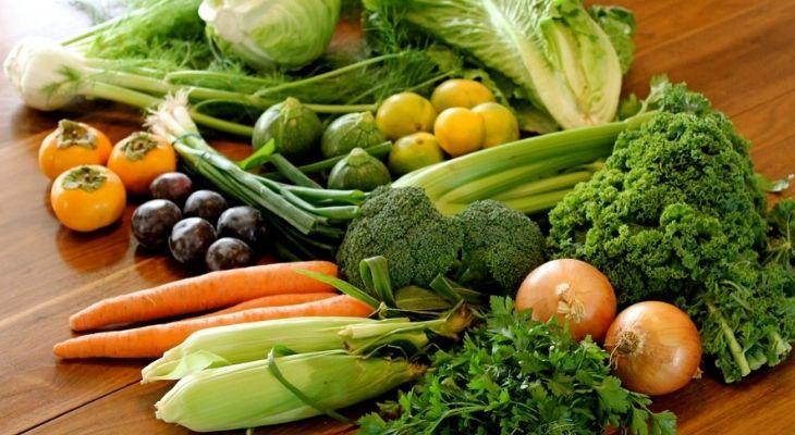 Cân bằng chế độ dinh dưỡng để cải thiện mụn