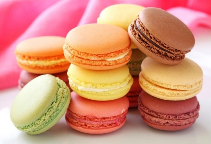 Rối loạn nội tiết tố nữ kiêng ăn gì? hị em không nên ăn nhiều đồ ngọt để tránh tăng cân, mất cân bằng nội tiết