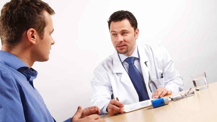 Người bệnh cần trao đổi cụ thể về tình hình sức khỏe của mình cho các bác sĩ