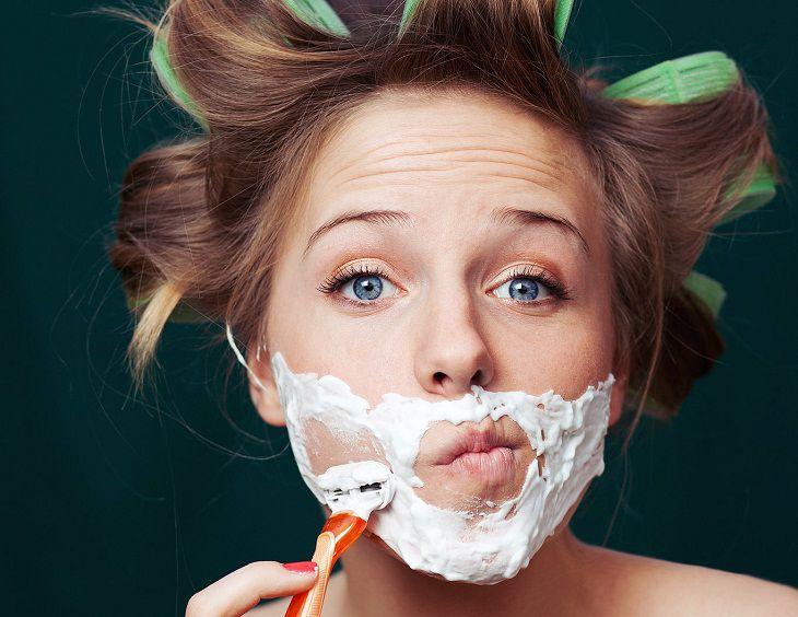 Nữ giới bị hội chứng Cushing thường bị mọc nhiều lông, ria mép