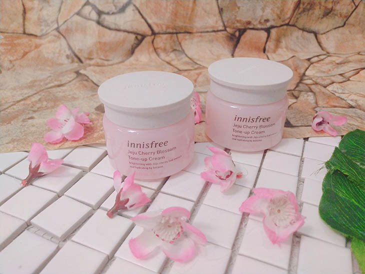 Kem dưỡng ẩm Innisfree cho da dầu mụn Jeju Cherry Blossom Tone-up Cream
