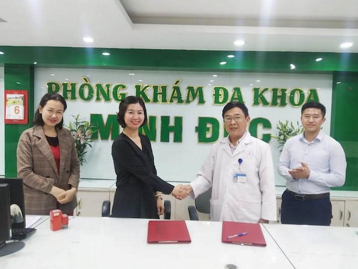 Bà Trần Thanh Hằng và ông Trần Văn Tuấn trong buổi ký kết