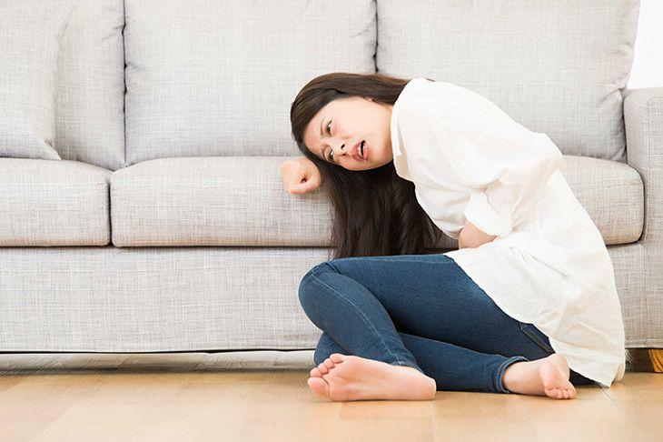 Người bệnh bị rối loạn nước điện giải và toan kiềm có dấu hiệu đau bụng buồn nôn khó chịu
