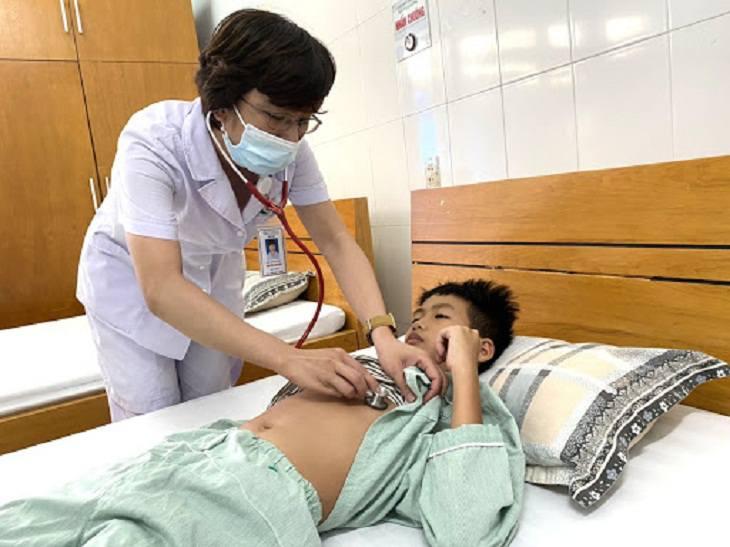 Khi trẻ có những dấu hiệu trên cần đến gặp bác sĩ ngay để được thăm khám