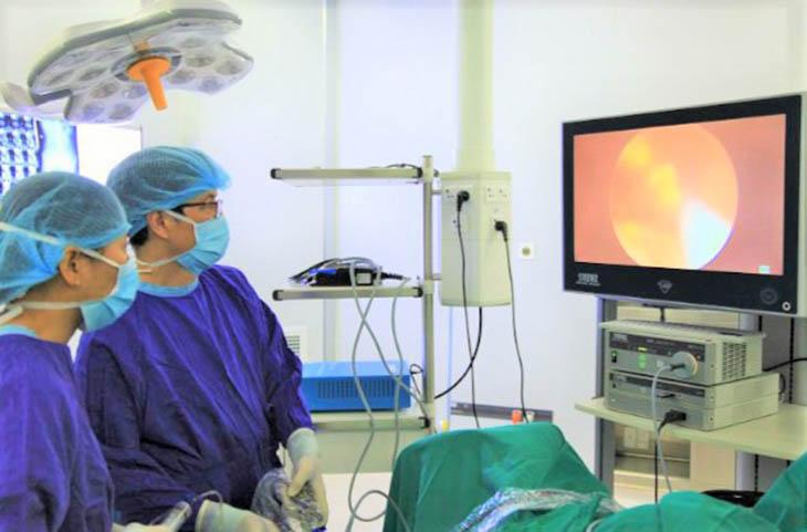Kỹ thuật tán sỏi được áp dụng chữa sỏi thận 9mm