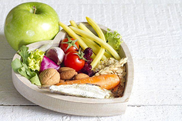 Chế độ ăn uống đóng vai trò quan trọng trong việc kiểm soát cân nặng của người bị thừa cân
