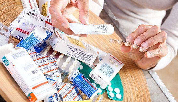 Lạm dụng thuốc hoặc sử dụng không đúng loại thuốc là nguyên nhân gây tăng cân