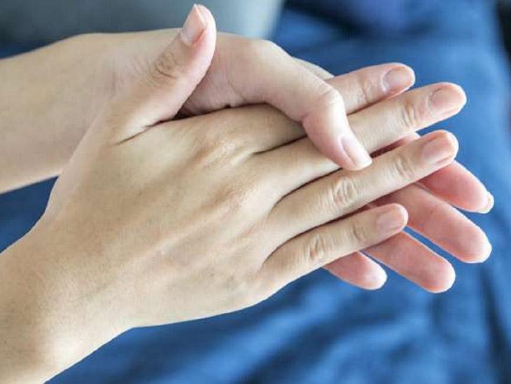 Người bị đổ nhiều mồ hôi có thể áp dụng chữa bệnh bằng cách bấm huyệt này
