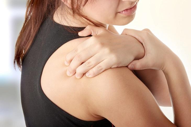 Bấm huyệt Thiên Tông chữa bệnh đau quanh khớp vai