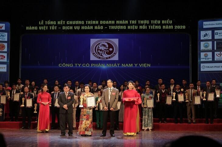 Nhất Nam Y Viện nhận giải thưởng vào năm 2020