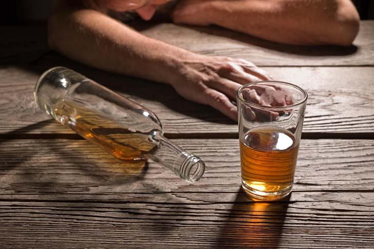 Người nghiện rượu bị ngộ độc sẽ ảnh hưởng nhiều đến gan