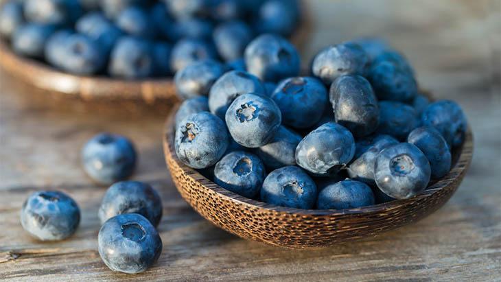 Quả việt quất giàu chất chống oxy hóa, chất xơ cũng như các vitamin C, vitamin B2, B6, E