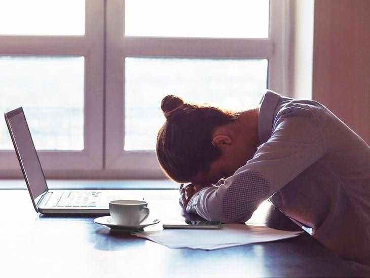 Người bệnh cũng có thể chán nản, mệt mỏi, suy nhược kéo dài