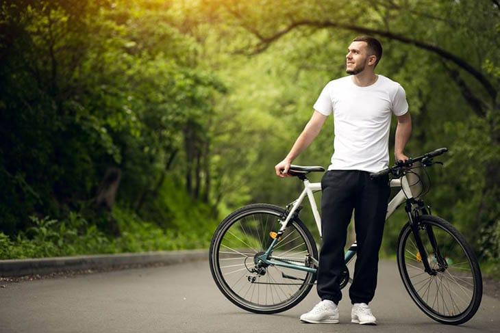 Người bệnh có thể đạp xe để tăng dẻo dai cho khớp