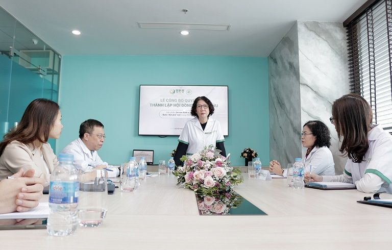 Hội đồng nghiên cứu Sơ can Bình vị tán thế hệ 2 chính thức họp và quyết định thực hiện đề tài