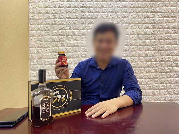 Anh Tùng chụp ảnh cùng combo sinh lý Dương Bảo Vương S73 Plus